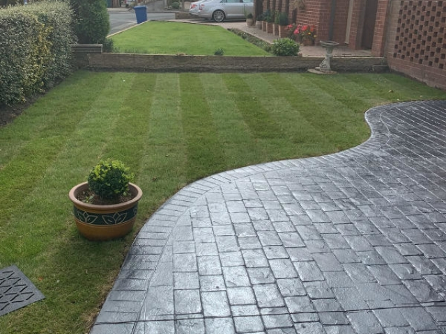 New driveway in Heald Green, Stockport by Lasting Impressions Driveways
