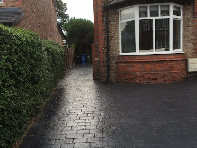 New concrete driveway in Timperly